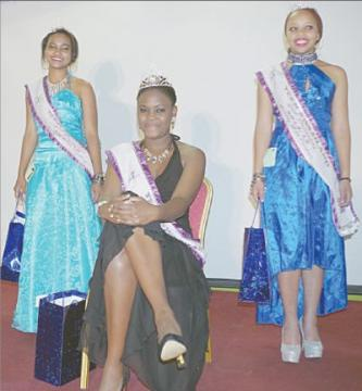Times of swaziland miss teen swaziland 201415 temandlondlo msibi with her princesses first princess tai naude and second princess nontsikelelo mthande thecheapjerseys Image collections